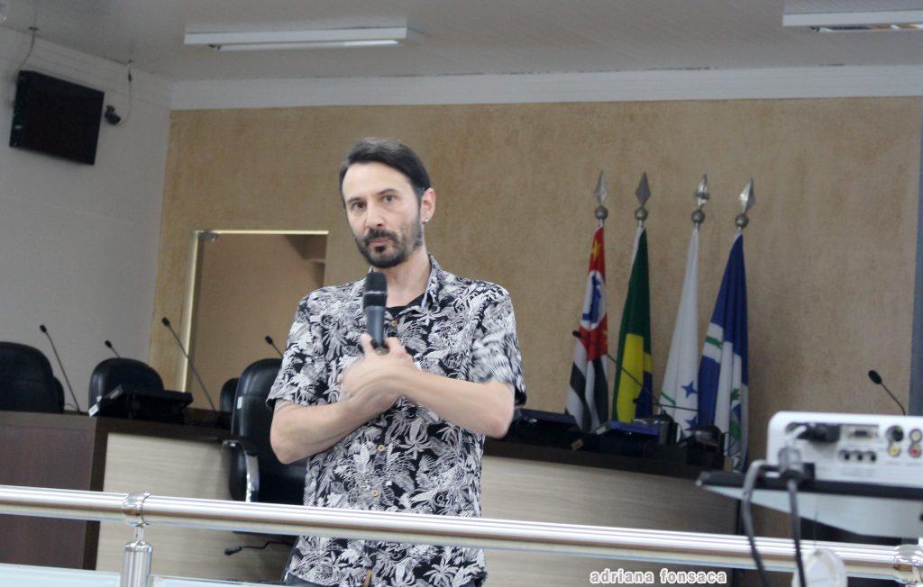 """Reginaldo Bombini, coordenador de grupo do Programa """"E Agora,José?"""""""